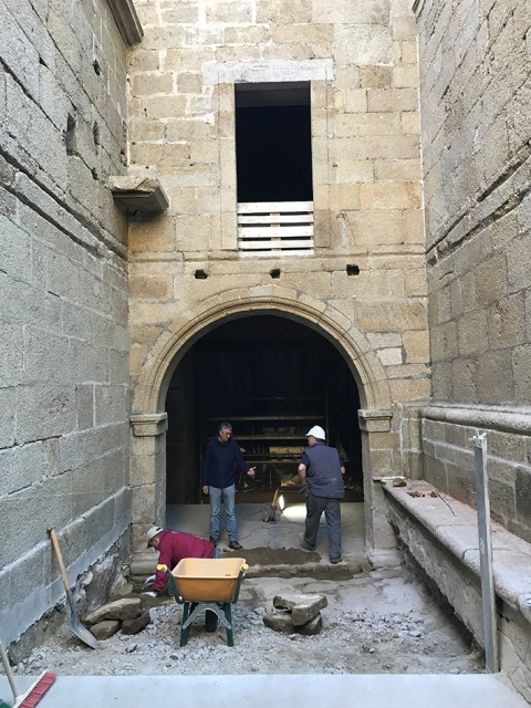 Beginning of the refurbishment works of the chapter house of the Monastery of Santa Catalina de Montefaro (Ares, A Coruña)